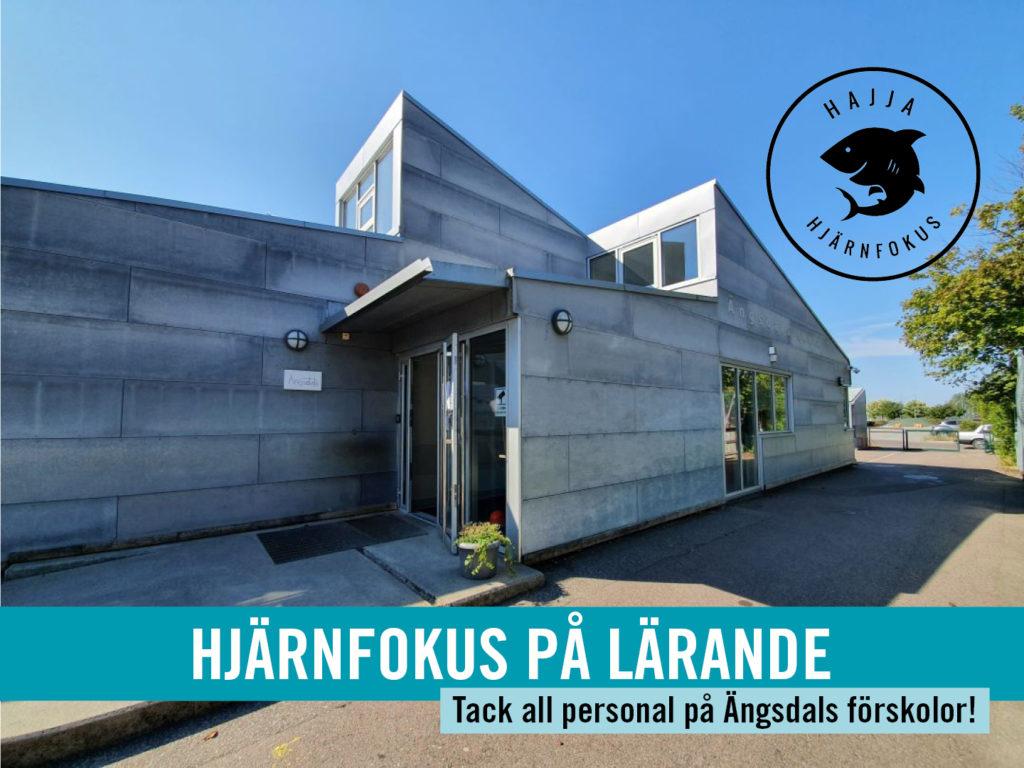 Bild på fasaden av Ängsdals skola.